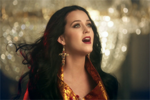 KATY PERRY  è online il video del nuovo singolo UNCONDITIONALLY