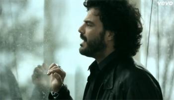 Francesco Renga, on line il nuovo video Vivendo Adesso
