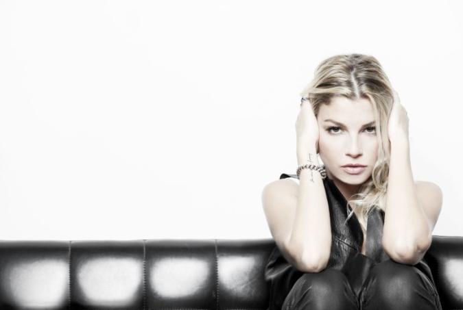 EMMA,  in pre-order lalbum E-LIVE