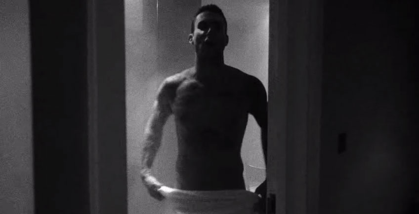 MAROON 5 nudo integrale di ADAM LEVINE nel video This Summers Gonna Hurt Like A Motherf****r