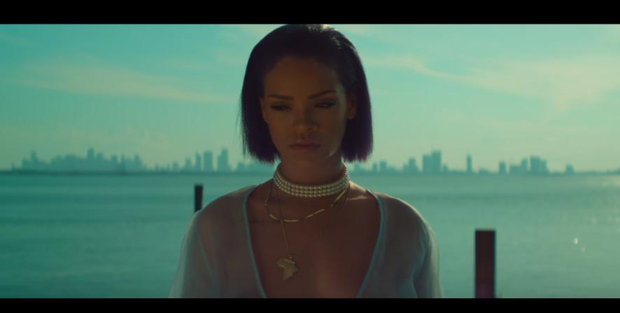 RIHANNA nel sexy video di NEEDED ME