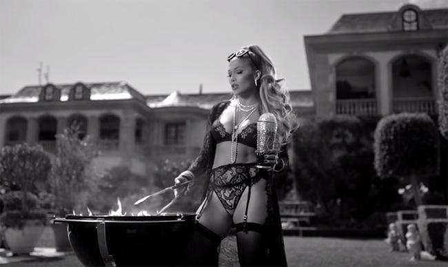 JENNIFER LOPEZ  feat. SUPERSTAR DJ KHALED e CARDI B nel singolo DINERO