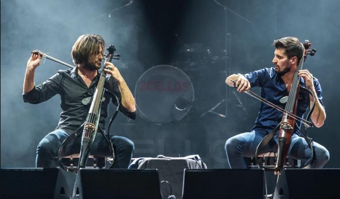 foto 2CELLOS: lalbum Let There Be Cello è in uscita il 19 Ottobre