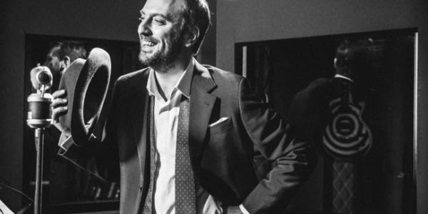 foto CESARE CREMONINI nei negozi lalbum Possibili Scenari per Pianoforte e Voce